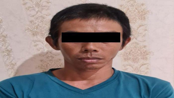 Tersangka Edi Susanto, bapak kost tersangka kasus pencabulan terhadap anak kostnya, diamankan di Polres Musirawas.