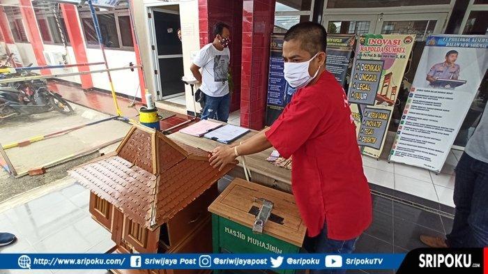 Dipergoki Tukang Bangunan, Pria di Palembang Ini tak Berkutik saat Mencongkel Kotak Amal Masjid