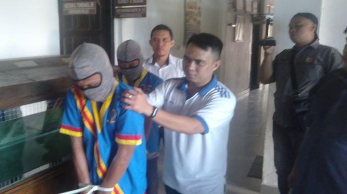 Mengaku Disuruh Kades, Dua Warga Tanjung Durian Babat Toman Muba Sandera Tongkang Batu Bara