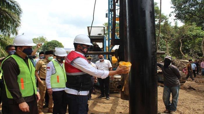 Bupati Musirawas Hendra Gunawan Minta Masyarakat Awasi Pembangunan Jembatan Musi di Desa Semangus