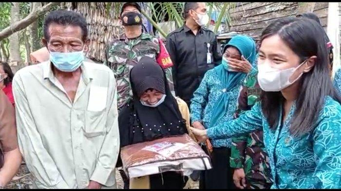 Bupati OI Panca Rogoh Kocek Sendiri Bantu Pasutri di Pemulutan yang Tinggal dengan Ayam