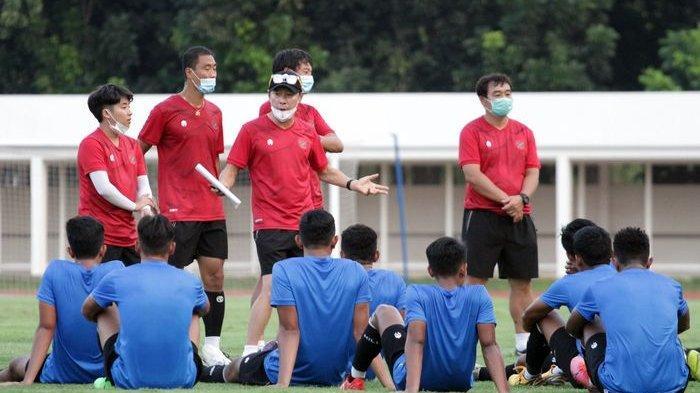 Sosok Asisten Pelatih Baru Timnas Indonesia, Nova Arianto Ucapkan Selamat Datang