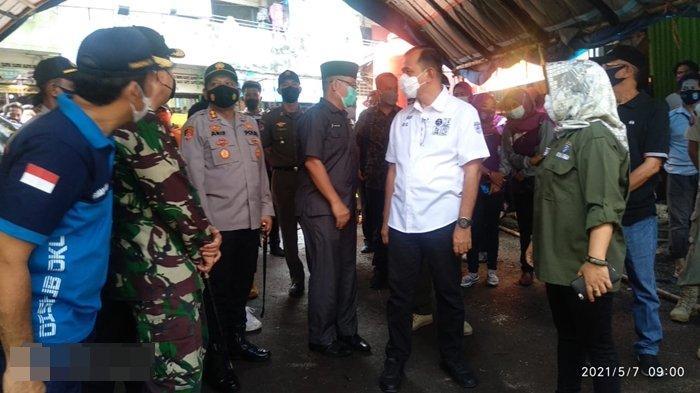 Kapolres OKU dan PlH Bupati OKU Tinjau Pos Covid-19 di Pasar-pasar Baturaja