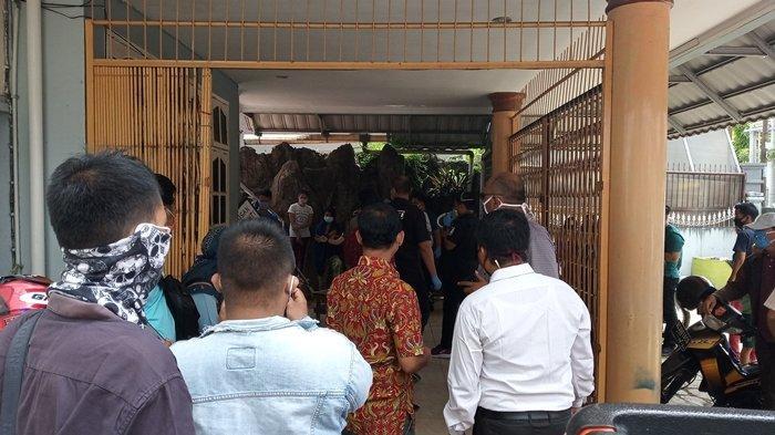 BREAKING NEWS: Penemuan Mayat Perempuan Pengacara LBH di Jalan Dwikora, Warga Taunya Sehat