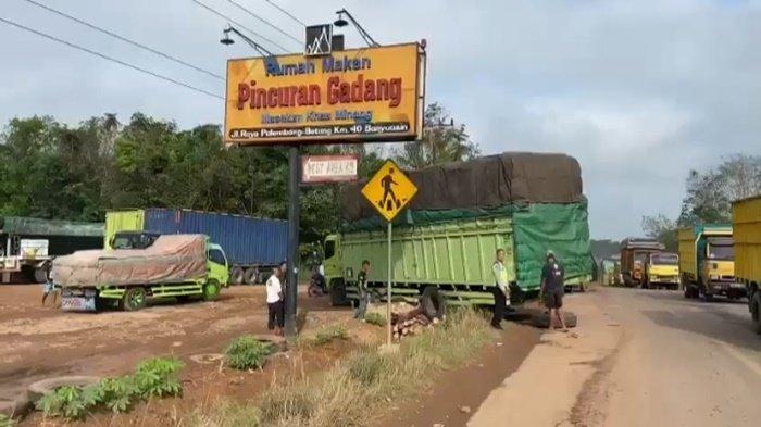 Besi Seling Putus,Tim Pataka Polres Banyuasin Begadang, Evakuasi 2 Truk Kecelakaan
