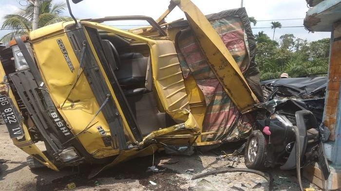 Rem Blong Truk Pembawa Air Mineral, Timpah Mobil Avanza di Jalinteng Sekayu-LubukLinggau