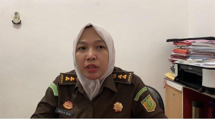 Jaksa Penuntut Umum, Ursula Dewi SH MH  saat dikonfirmasi di Kejaksaan Negeri Palembang, Jum'at (4/6/2021).