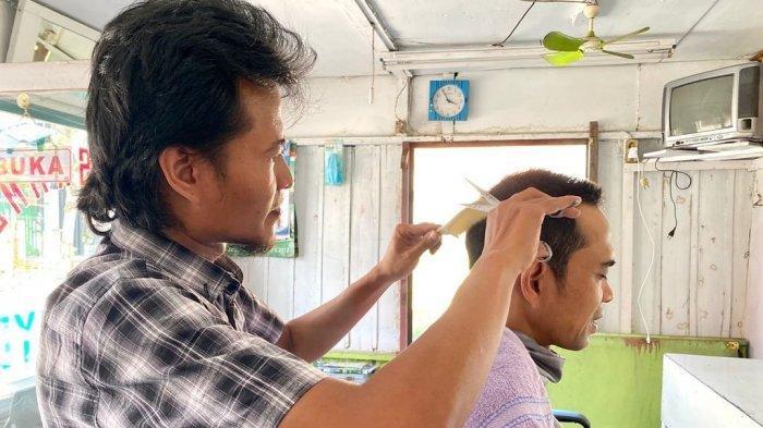 TUKANG Cukur Ini tak Menyangka, Rambut Orang yang Dicukur adalah Ustaz Abdul Somad, Ini Ceritanya!