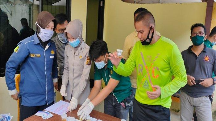 Anggota Satres Narkoba Polrestabes Palembang Jalani Tes Urine, Besih dari Dalam Dulu