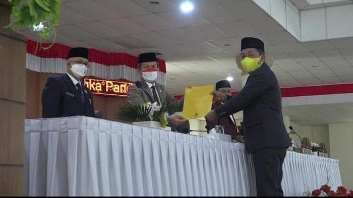 Ketua DPRD OI Pimpin Paripurna Terhadap Nota Penjelasan Bupati Atas Raperda Usulan Pemkab OI