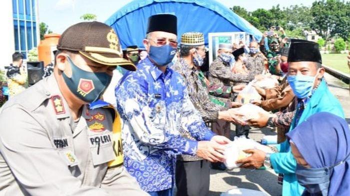 361 Orang Ustad dan Ustazah di Kabupaten Musirawas Terima Bantuan Sembako