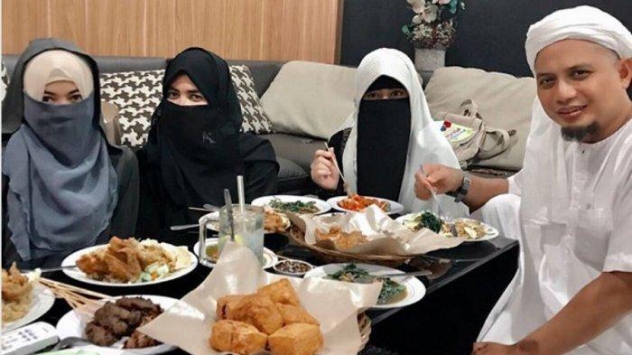 Pamer 3 Istri di Mall, Ustaz Arifin Ilham Sudah Niat Tambah Istri Lagi, Jomblo Jangan Lihat!