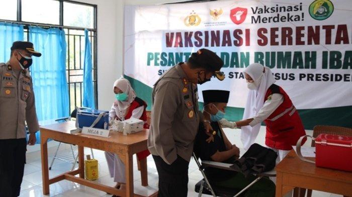 Dilaksanakan Serentak di Lima Pondok Pesantren, Polres Musi Rawas Gelar Vaksinasi Covid-19