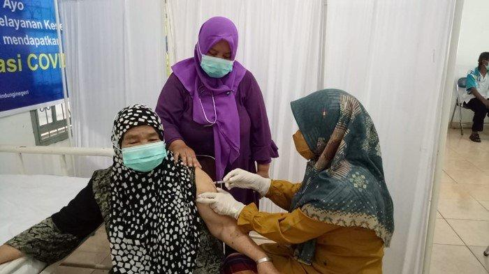 Puskesmas Sukarami & Klinik Charista Medika Palembang Buka Posko Vaksin Untuk Lansia