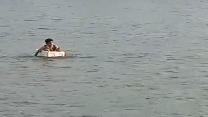 Ini Sosok Perekam Video Viral Bocah Seberangi Sungai Pakai Styrofoam di OKI, Ditemui Camat