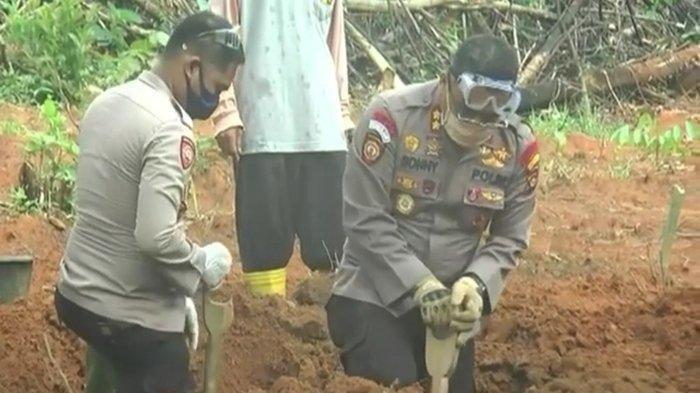 Duduk Perkara Seorang AKBP Sonny Rela Menggali Makam untuk Mayat Pasien Covid-19 di Palembang