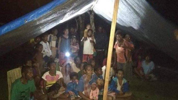 24 KAMPUNG Sunyi Senyap Ditinggalkan Warga Pasca Penyerangan Pos Koramil: Mengungsi ke Hutan