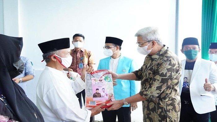 MY Serahkan Bantuan Sembako Untuk Ustad/Ustadzah BKPRMI Kota Palembang