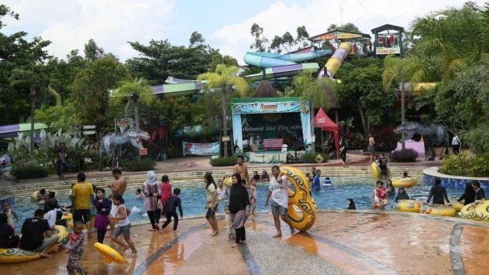 Wahana Air Amanzi Park Ramai Dikunjungi Warga (FOTO)