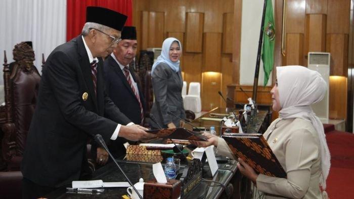 Raperda Usulan Pemerintah Provinsi Sumatera Selatan Memasuki Babak Pandangan Umum Fraksi-Fraksi