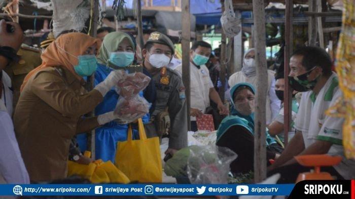 Sidak Pasar 3-4 Ulu, Wawako Palembang Temukan Terasi, Kue Apem & Kerupuk Mengandung Bahan Berbahaya