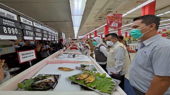 Wakil Walikota Palembang Fitrianti Agustinda bekerjasama dengan Kepala BPOM Kota Palembang martin melakukan sidak di dua Supermarket di Kota Palembang, tidak ditemukan makanan berbahan berbahaya, Selasa (7/9/2021).