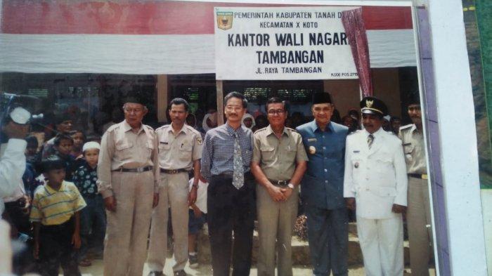 Kenang-kenangann pembina Adat Sumsel saat berkunjung pas pelantikan wali nagari. Awal  berlakunya uu 22 / 1999.