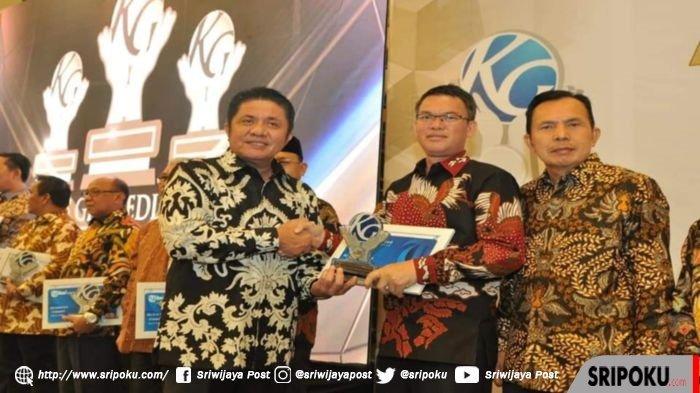 Walikota Pagaralam Raih Penghargaan Kompas Award Kategori The Best Creative Economy Improvement