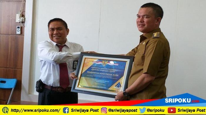 Berita Pagaralam: Dapat Piagam Opini WTP, Walikota Pagaralam Merasa Durian Runtuh