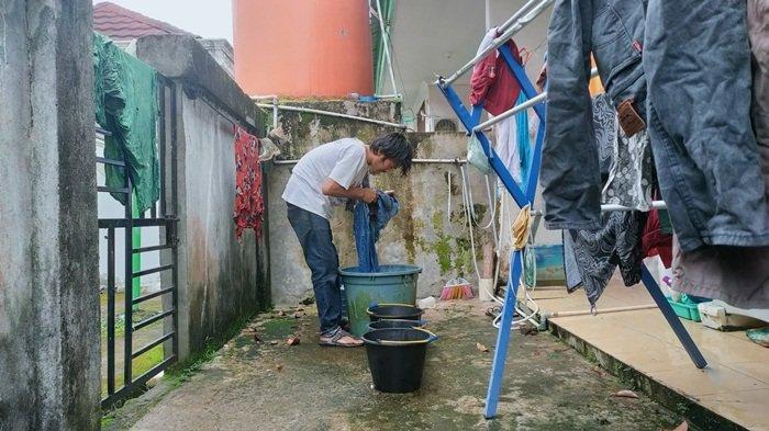 'Buang Air Kecil Saja Susah Pak', PDAM di PALI tak Mengalir, Warga Berharap Tetesan Air Hujan