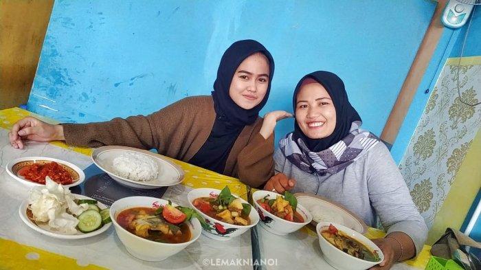 Beberapa hidangan yang dijual oleh Warung Pindang Uju Wulan Mochi memiliki kisaran harga yang sangat terjangkau.