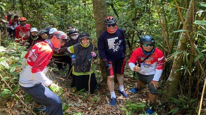 Puncak Kubang Naga atau Bukit Katung di Baturaja Destinasi Wisata Alam Bagi Pecinta Medan Mendaki
