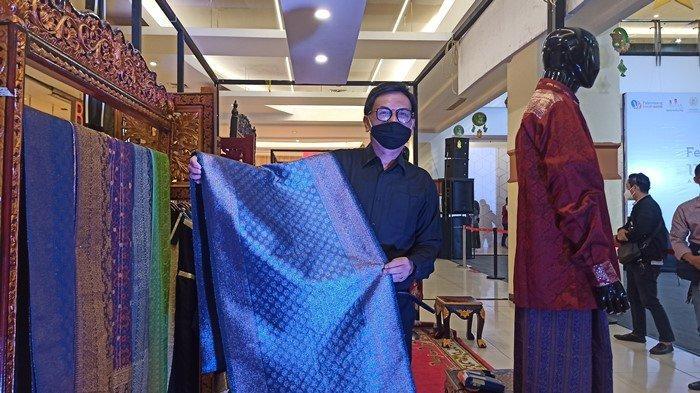Cerita Wong Palembang yang Buatkan Songket Untuk Atta Halilintar dan Aurel, Total Harganya Rp50 Juta