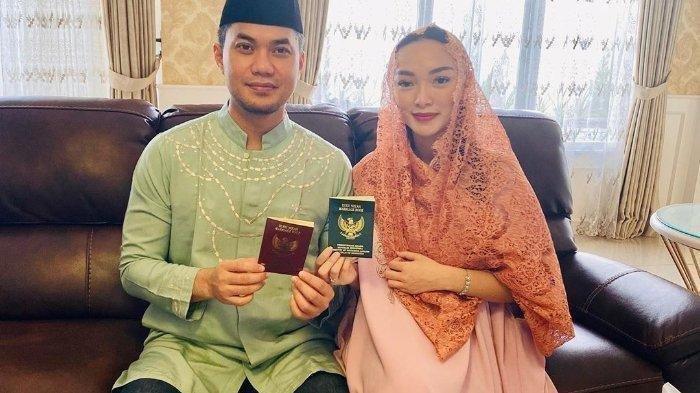 Zaskia Gotik dan Sirajuddin Mahmud gelar ijab kabul ulang, kini resmi menikah secara negara.