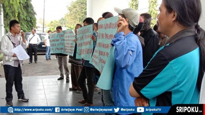 gerakan-persatuan-pemuda-mahasiswa-peduli-sumatera-selatan-gppms-desak-kejari.jpg