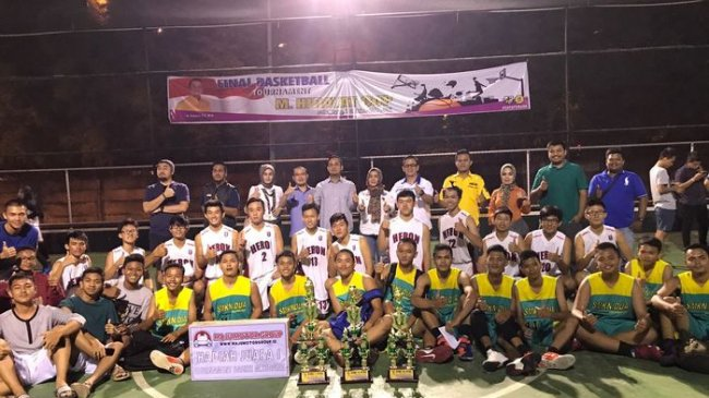 juara-hidayat-cup-berfoto-di-lapangan-basket-ptc-mall-palembang_20171002_123756.jpg