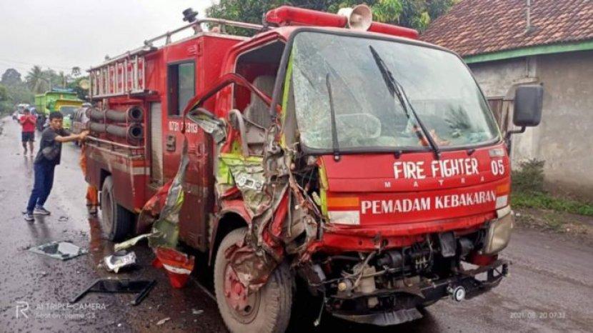 mobil-pemadam-kebakaran-pemkab-lahat-rusak-pasca-alami-lakalantas.jpg