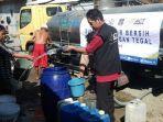 act-dan-masyarakat-relawan-indonesia-mri-tegal-lalu-mendistribusikan-air-bersih.jpg