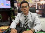 afifuddin-batubara-sh-saat-diwawancarai-di-kantor-hukum-afif-batubara-dan-rekan.jpg
