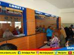 aiptu-l-made-sudana-memimpin-senam-relaksasi-dikantor-layanan-samsat-palembang-ii_20180807_130151.jpg