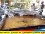 alumni-sman-15-palembang-bikin-pempek-lenggang-terbesar-di-dunia-senin-1862018_20180618_124701.jpg