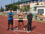 atlet-atletik-sumsel-rio-maholtra-saat-berlatih-jelang-pon-2021-di-papua.jpg