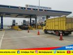beberapa-kendaraan-melintas-di-gerbang-tol-palindra-kamis-572018_20180705_111243.jpg