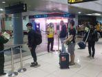 calon-penumpang-antre-di-terminal-keberangkatan-bandara-internasional-smb-ii-palembang.jpg