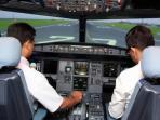 calon-pilot-berlatih-di-dalam-mesin-simulator.jpg