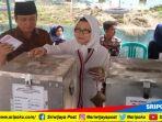 calon-walikota-palembang-sarimuda-didampingi-istri_20180627_105919.jpg
