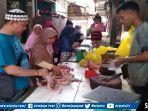daging-ayam-di-pasar-tradisional-pendopo-kecamatan-talang-ubi-kabupaten-pali.jpg