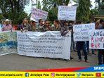 demo-ratusan-warga-desa-banjar-sari-kecamatan-merapi-timur_20180321_142018.jpg