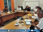 direktur-utama-baru-meina-fatriani-paloh-saat-memimpin-rapat-dengan-para-staff-pt-jsc.jpg