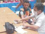 dr-ibadurrahman-mars-selaku-dokter-tim-mengecek-kesehatan-para-pemain-sriwijaya-fc.jpg